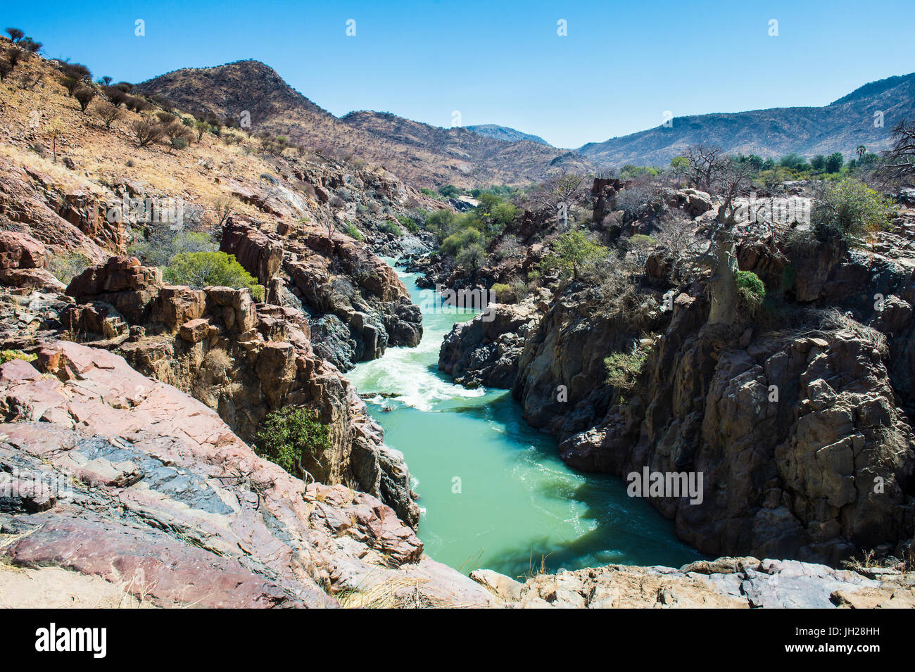 Epupa Falls en el río Kunene, en la frontera entre Angola y Namibia, Namibia, África Foto de stock