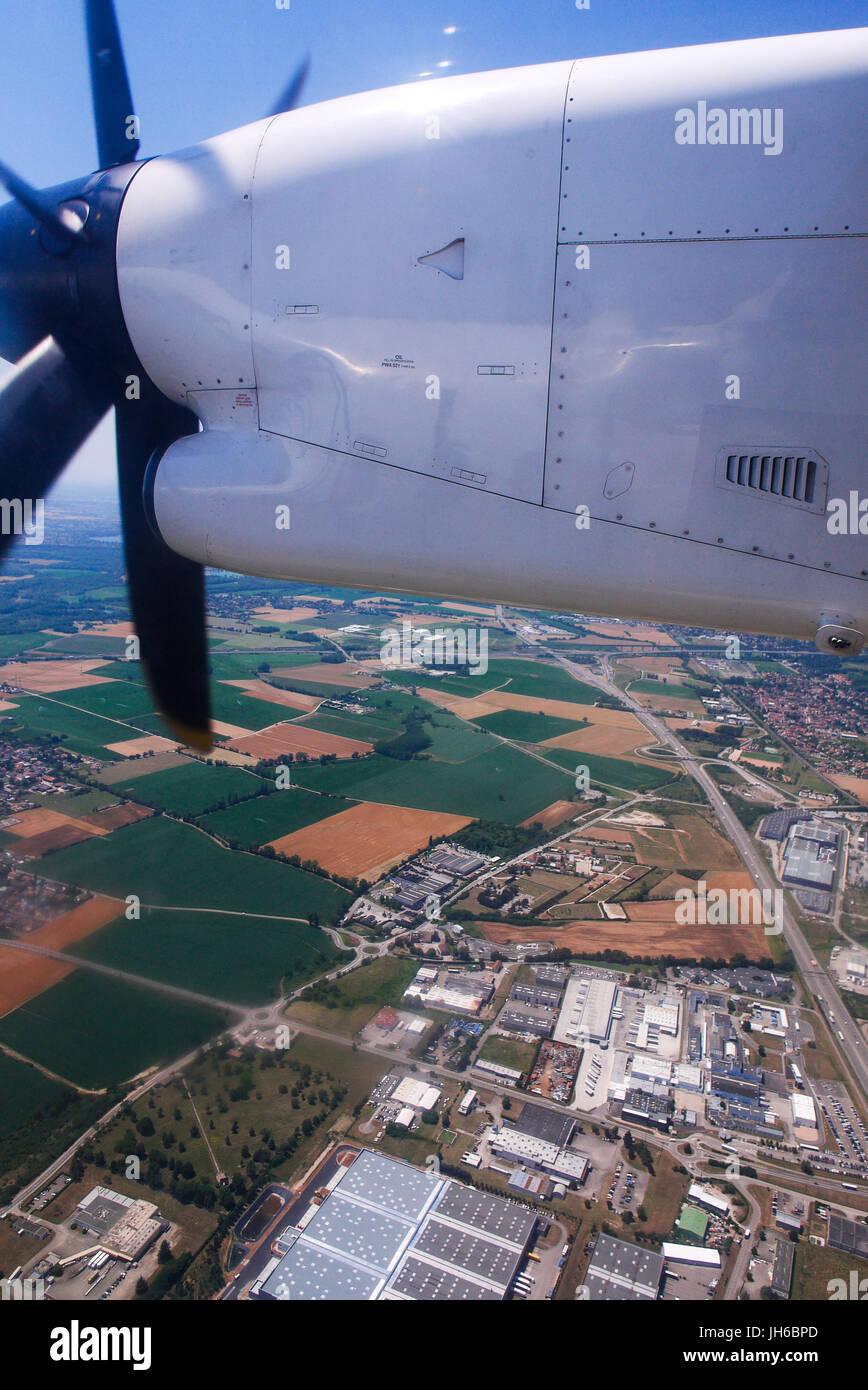 Vuelan con De Havilland Canadá DACH8, desde Zurich (Suiza) y Lyon (Francia) Foto de stock