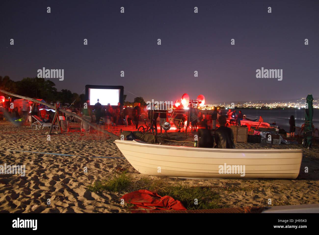 Cine en la playa por la noche Imagen De Stock