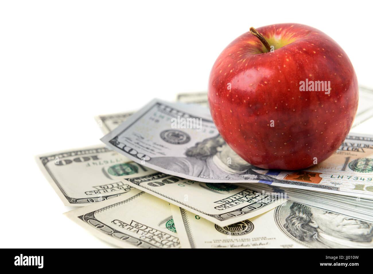 Dólares con manzana roja aislado en blanco Imagen De Stock