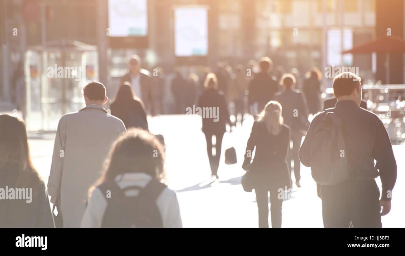 Multitud De Gente Silueta: Resumen Multitud De Gente Caminando Por La Calle