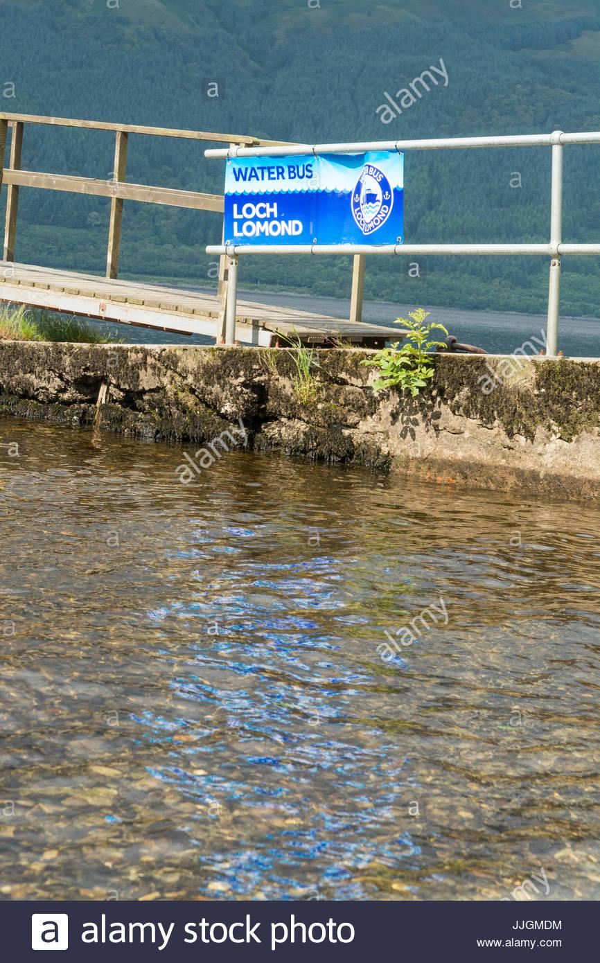 Señal de bus acuático en Rowardennan, Loch Lomond, Escocia, Reino Unido Imagen De Stock