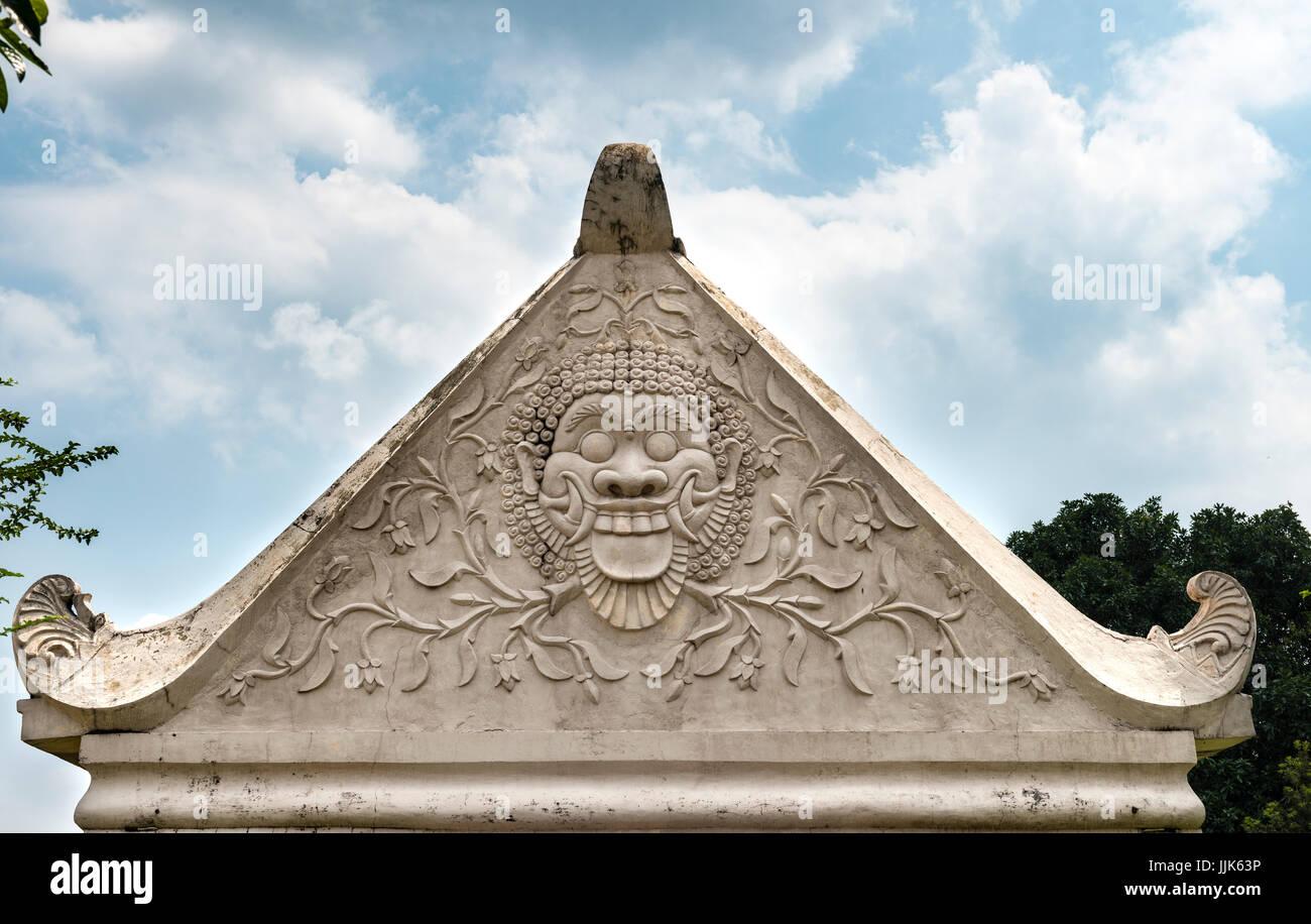 Socorro de una mueca en un arco, Castillo de Agua de Taman Sari, Kraton Daerah Istimewa, Yogyakarta, Java Tengah, Imagen De Stock