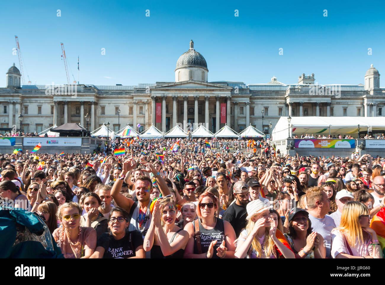 Orgullo en Londres 2017 - Etapa de Trafalgar Square Imagen De Stock