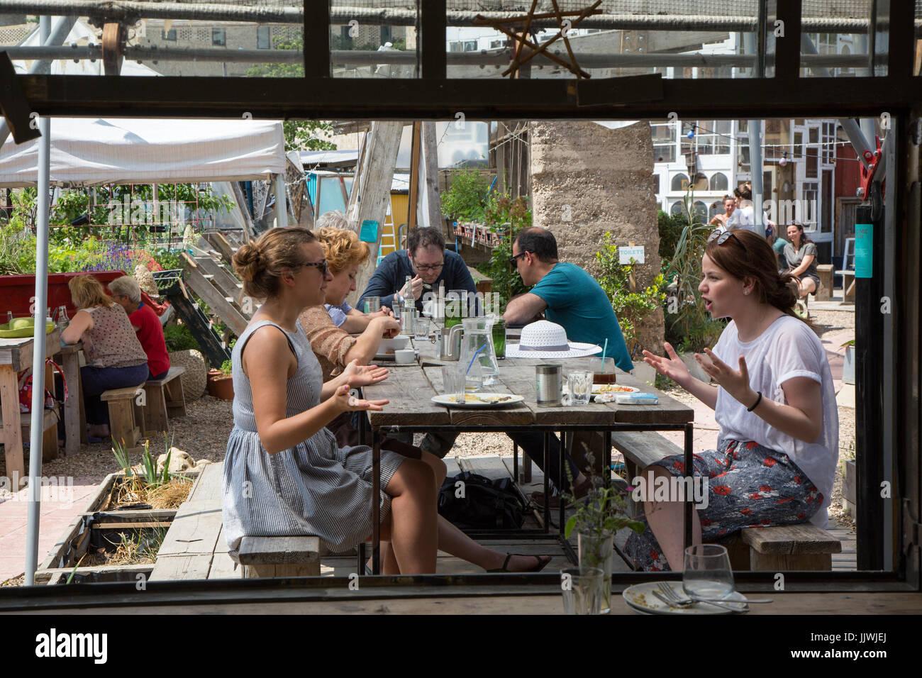 Almuerzo en el jardín y cocina Skip, King's Cross de Londres Imagen De Stock