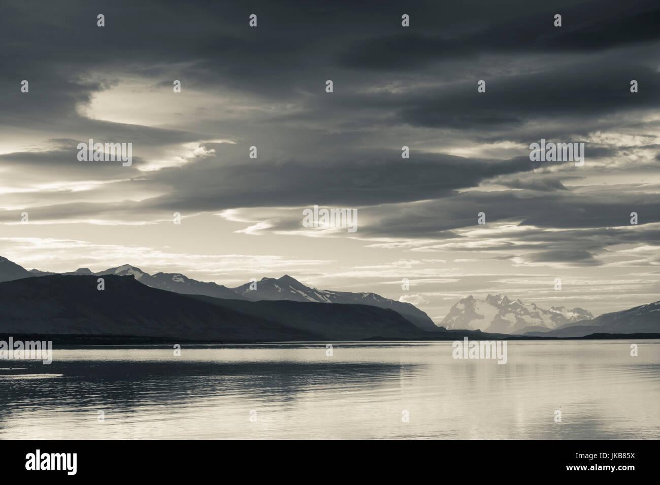 Chile, Región de Magallanes, Puerto Natales, Seno de Ultima Esperanza, el paisaje de la bahía Imagen De Stock