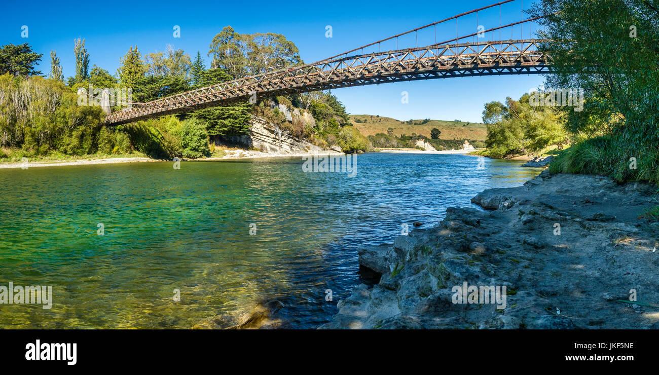 Nueva Zelanda, isla del sur, sur de ruta escénica, Waiau River, clifden puente colgante. Imagen De Stock