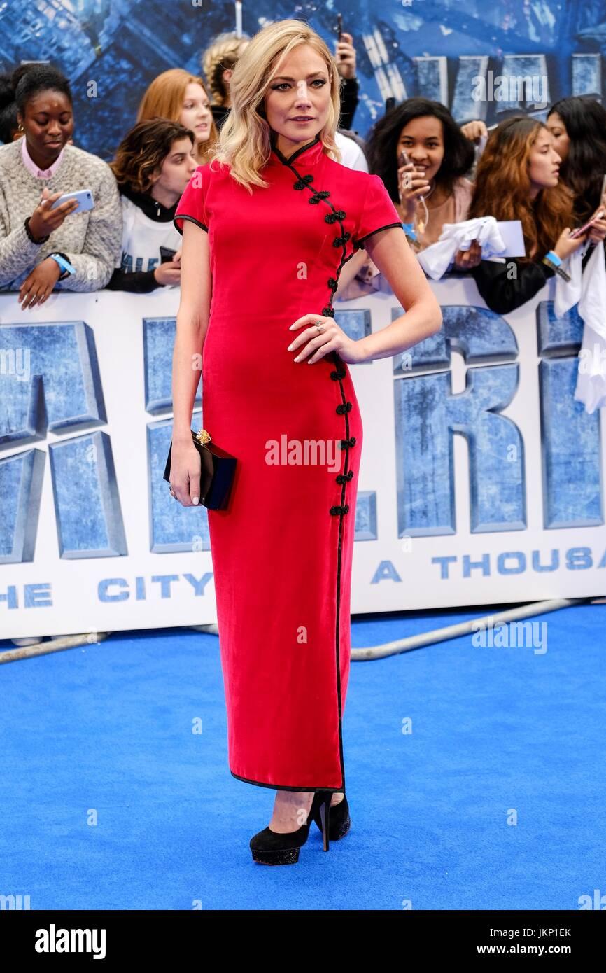 Clara Paget llega a la alfombra azul en Cineworld Leicester Square para el estreno europeo de la valeriana y la Imagen De Stock