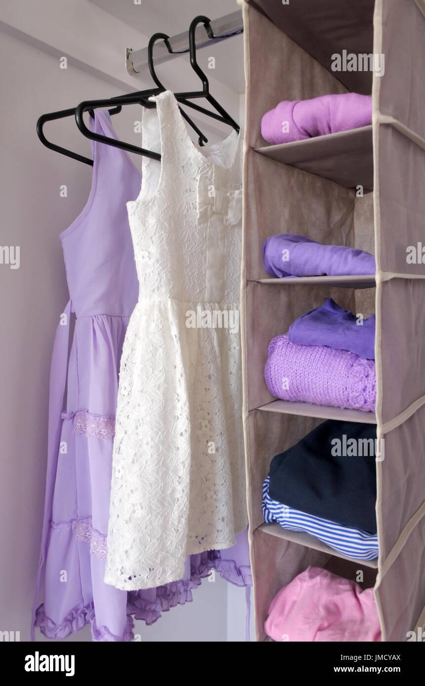Girls Wardrobe Imágenes De Stock & Girls Wardrobe Fotos De Stock - Alamy
