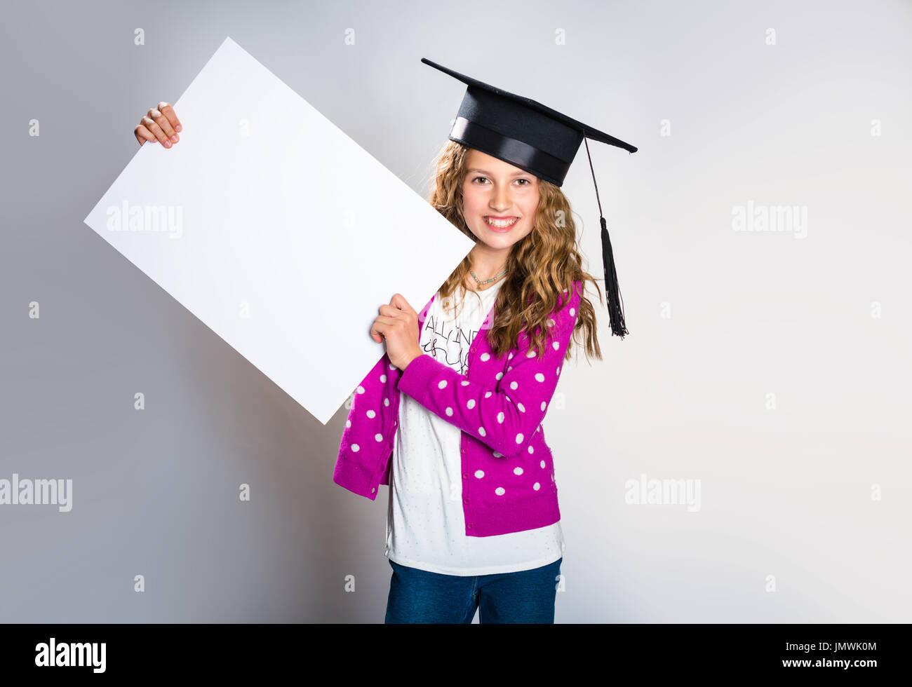 Feliz chica con un mensaje promocional Imagen De Stock