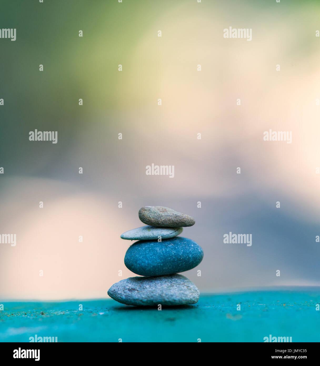Torre de Piedra piedras zen. Imagen De Stock