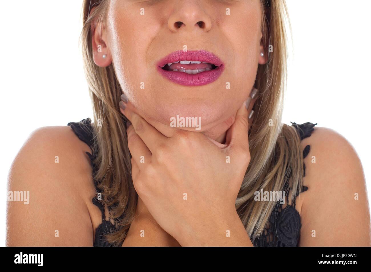 Imagen de mujer joven con dolor de garganta sosteniendo su cuello, comprobando las glándulas inflamadas - Antecedentes aislados Imagen De Stock