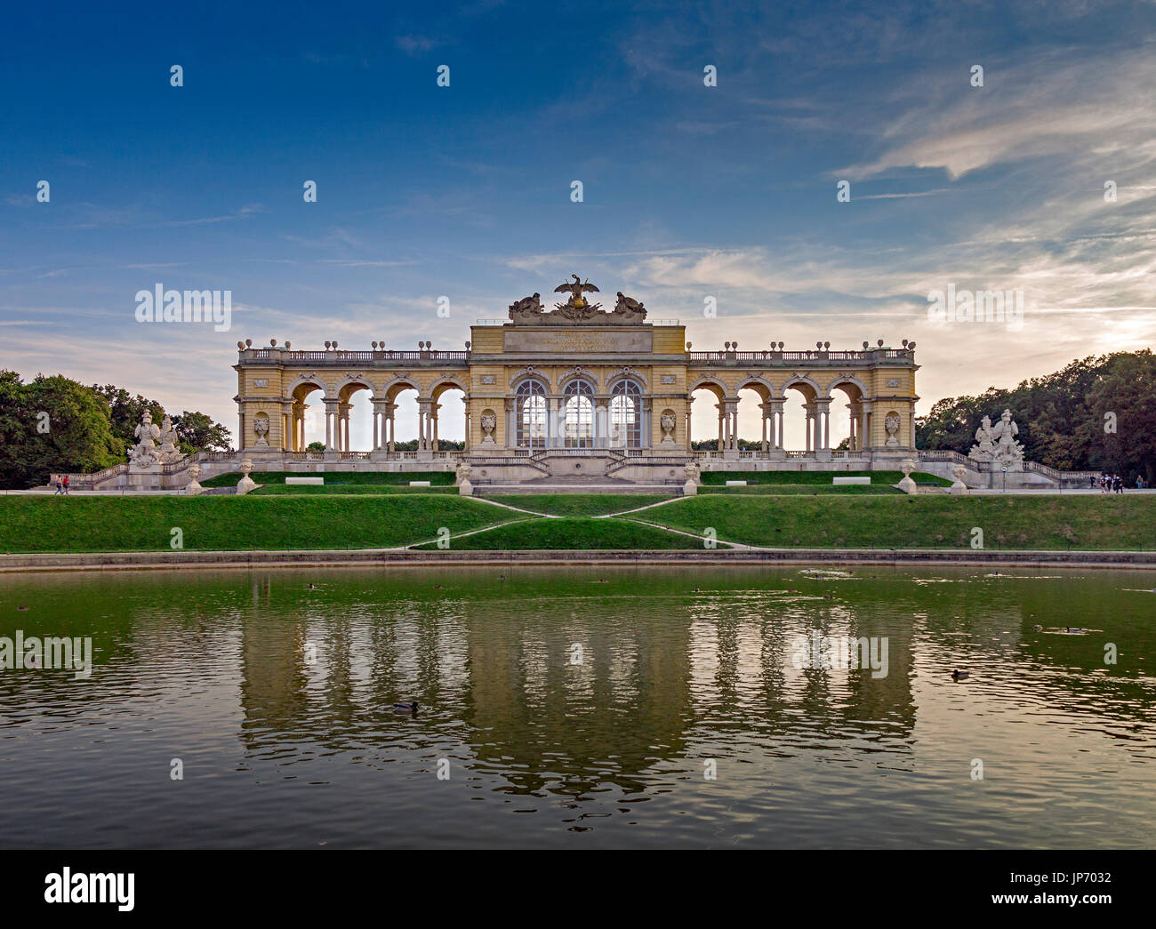 La Gloriette, al palacio de Schonbrunn, Viena, Austria Imagen De Stock