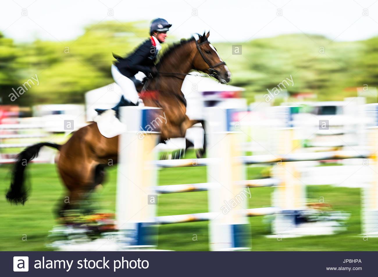 Burgham, Morpeth, Northumberland, Reino Unido. 28/29º de julio de 2017. Competir en Burgham Eventers International Horse juicios en las disciplinas de doma, Showju Imagen De Stock