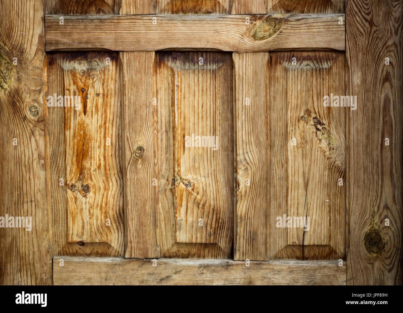 Oold puerta de madera lacada fragmento retro amarillo Imagen De Stock