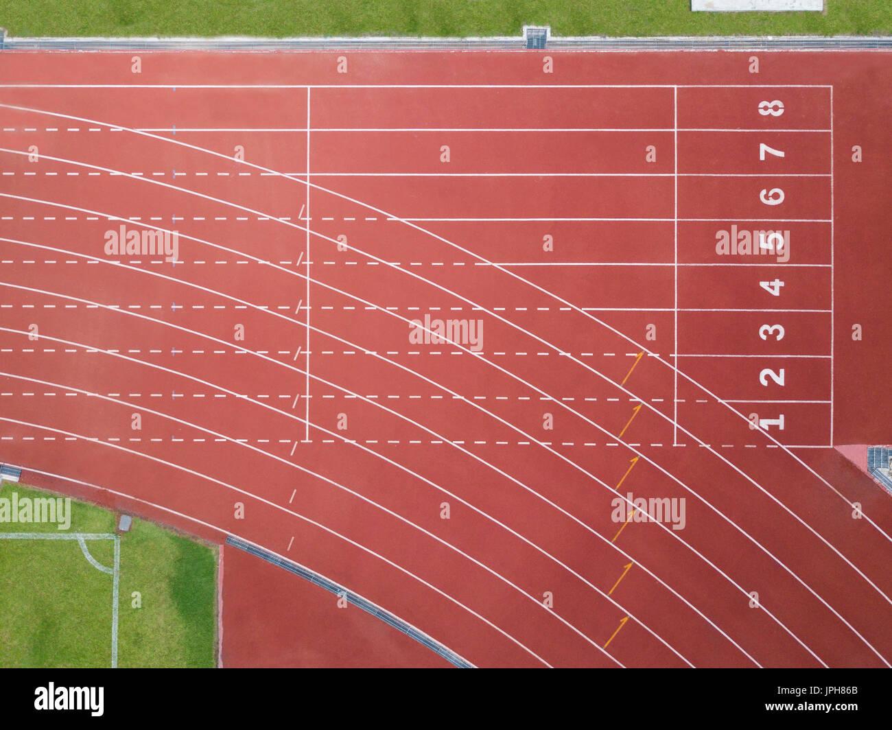 Punto de partida con pista de atletismo lane números Imagen De Stock