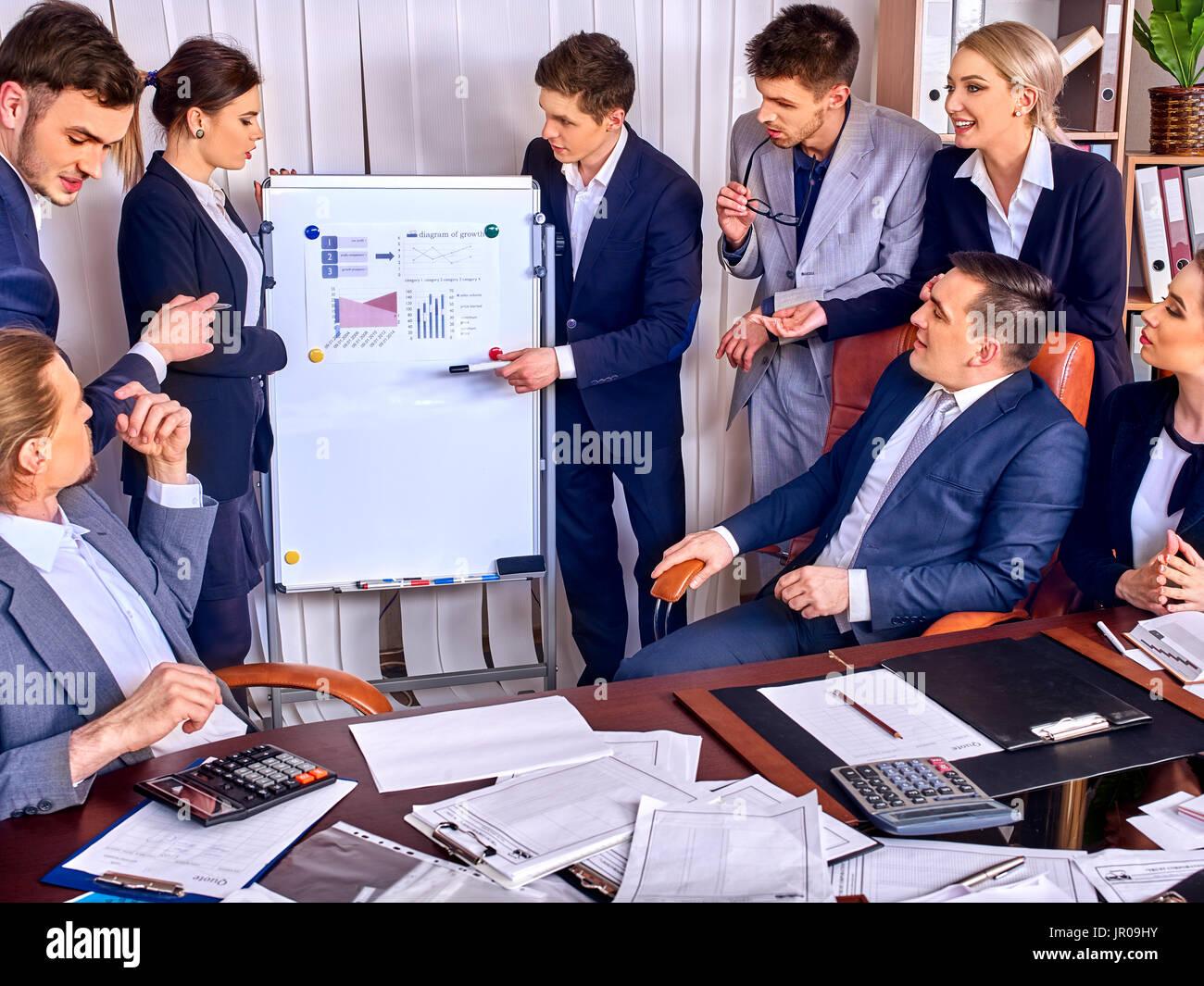 Imagenes De Personas Trabajando En Equipo: La Gente De Negocios La Oficina Life Del Equipo De