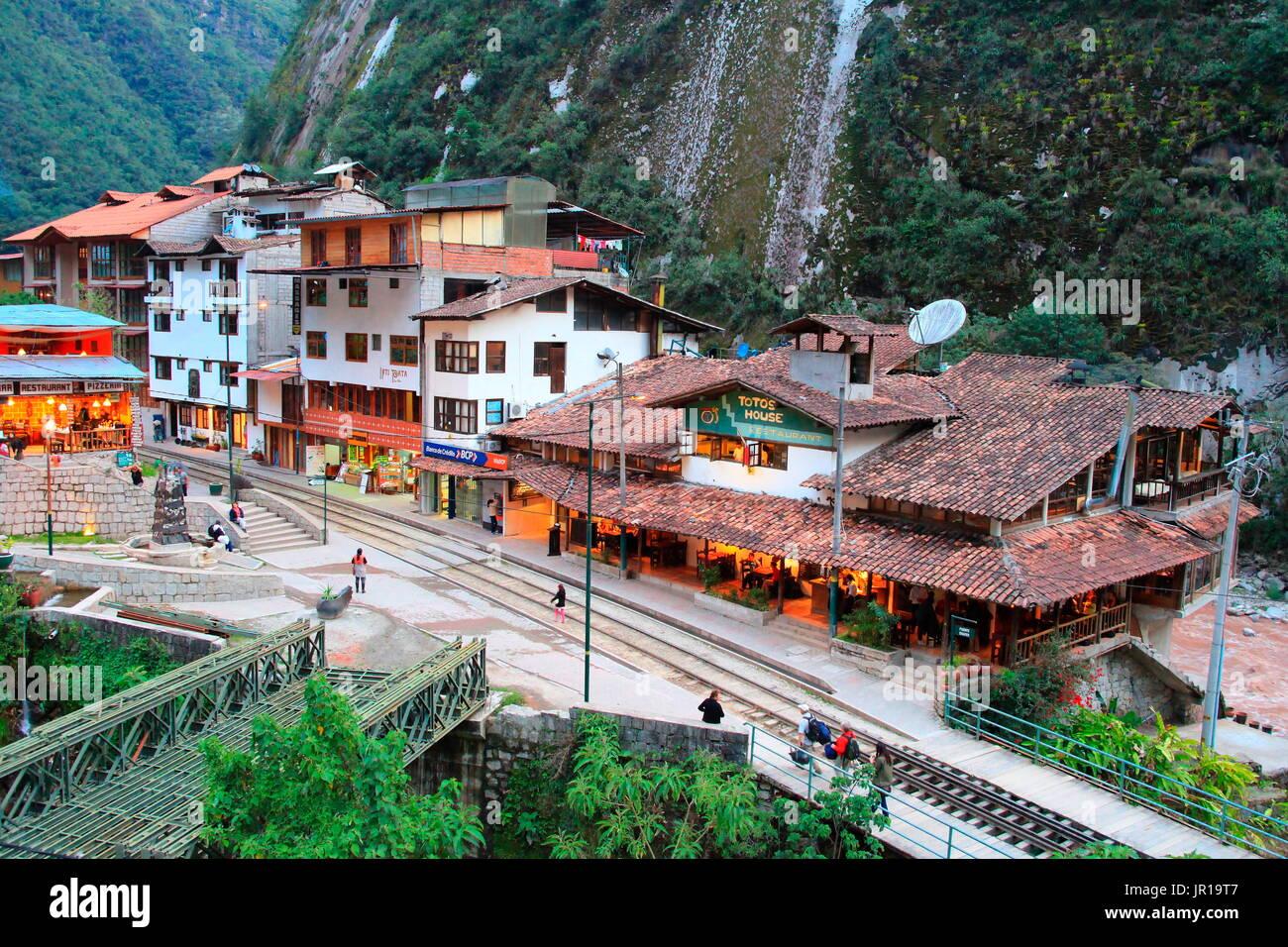 El Pueblo De Machu Picchu Peru O En Aguas Calientes Es Conocido