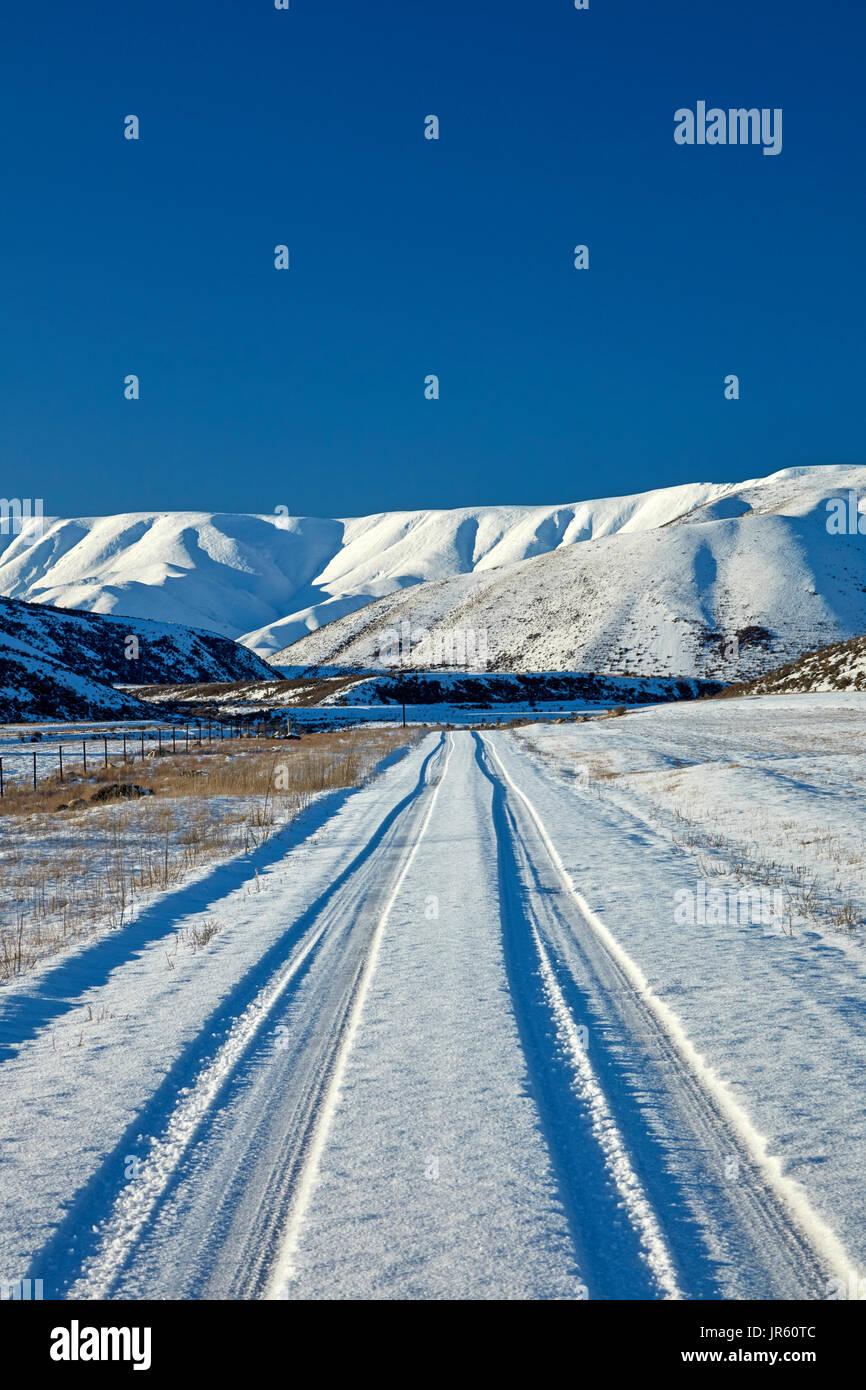 Gama Hawkdun y pista de nieve cae presa, Maniototo, Central Otago, Isla del Sur, Nueva Zelanda Imagen De Stock