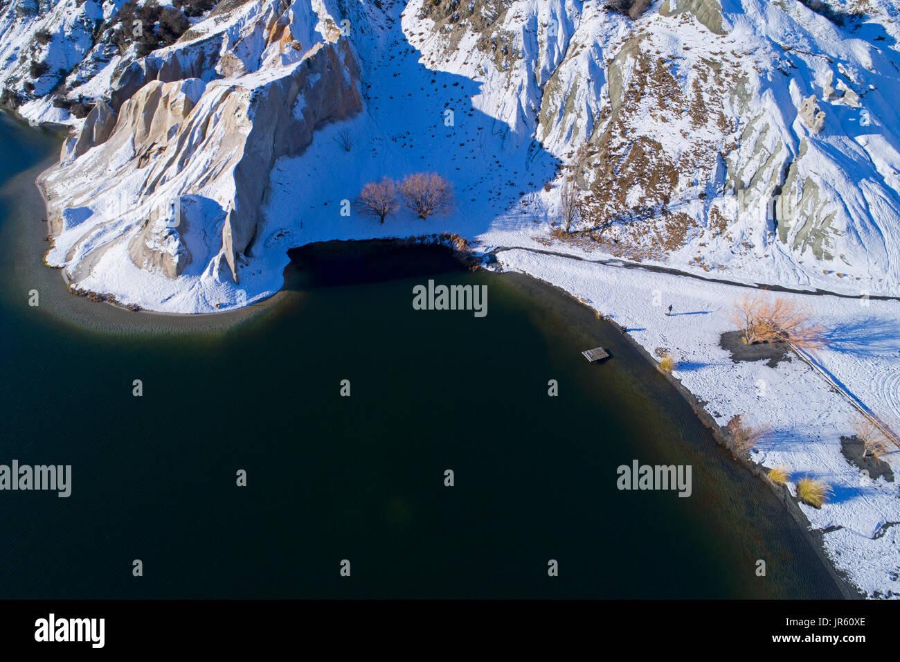 Blue Lake, St Bathans, Maniototo, Central Otago, Isla del Sur, Nueva Zelanda - antena drone Foto de stock