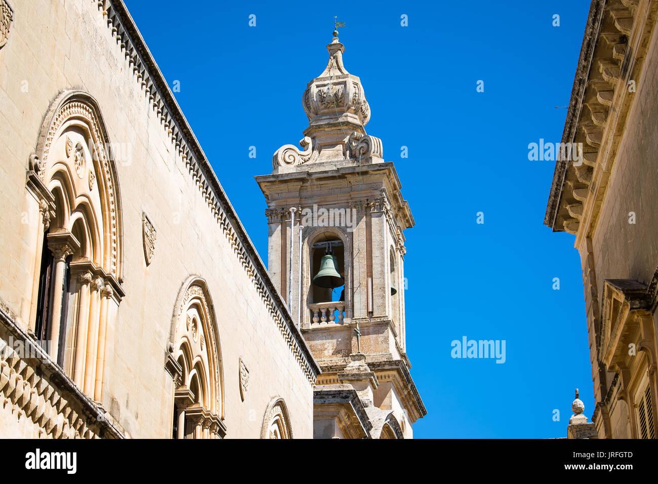 Campanario gótico en Mdina, Malta Foto de stock