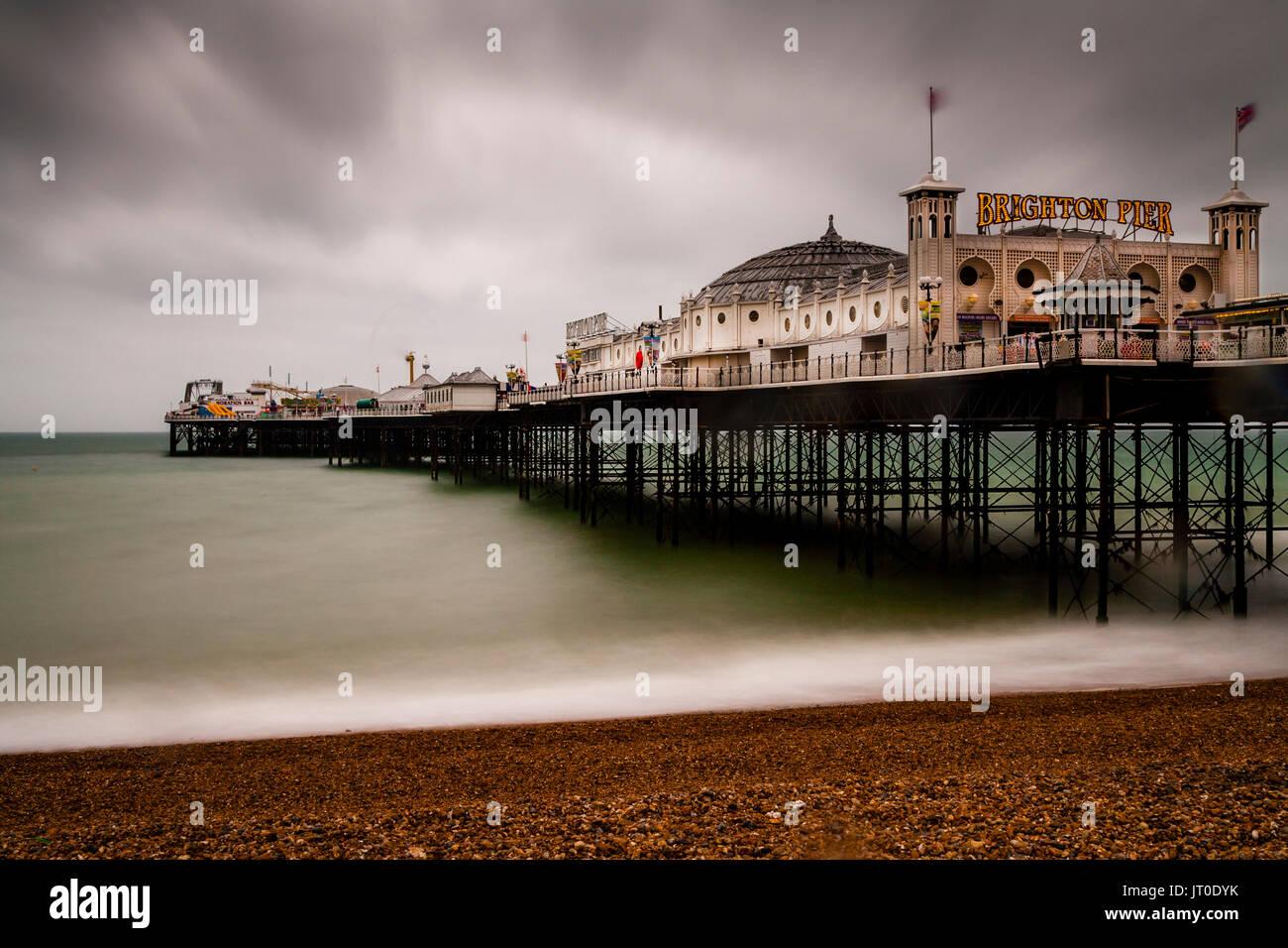 El Palace Pier de Brighton en un día lluvioso, Brighton, Sussex, Reino Unido Foto de stock