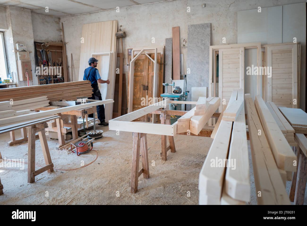 Carpintero en carpintería Imagen De Stock