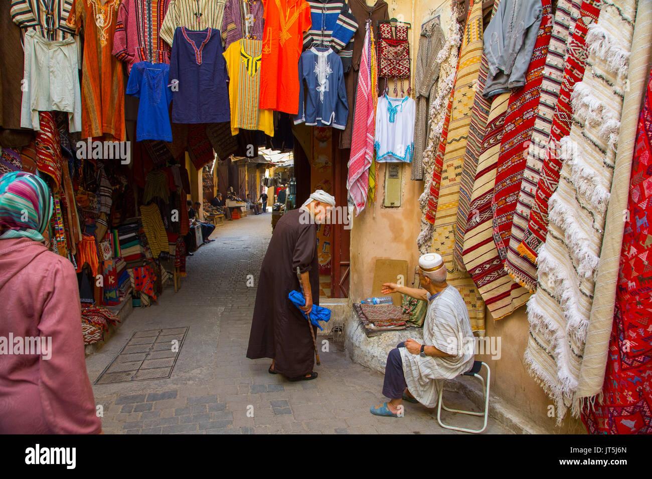 Escenas de la vida de la calle. Souk Medina de Fez, Fes el Bali. Marruecos, Magreb, África del Norte Imagen De Stock