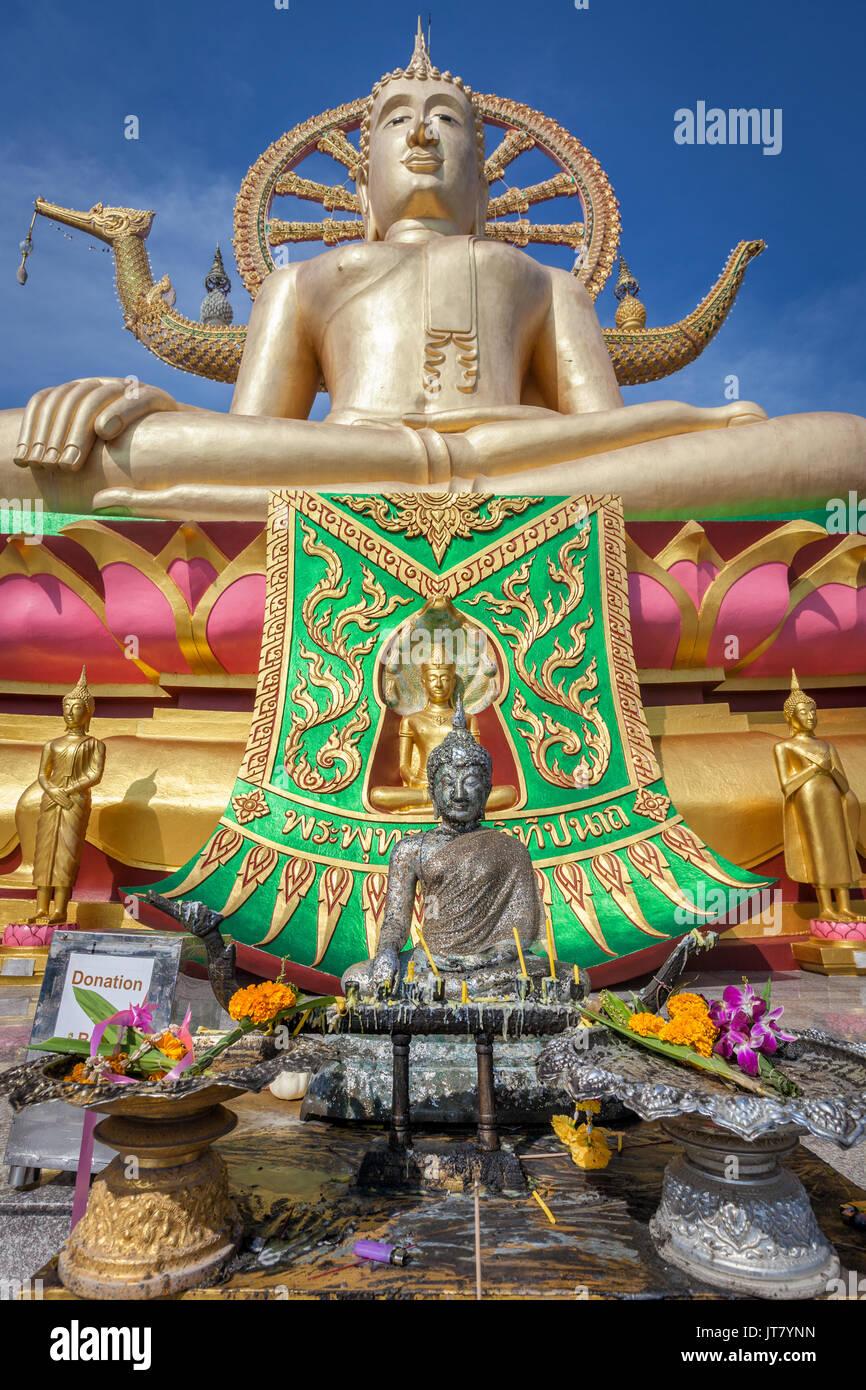Big Buddha templo o Wat Phra Yai en Kho Samui Island, Tailandia Imagen De Stock