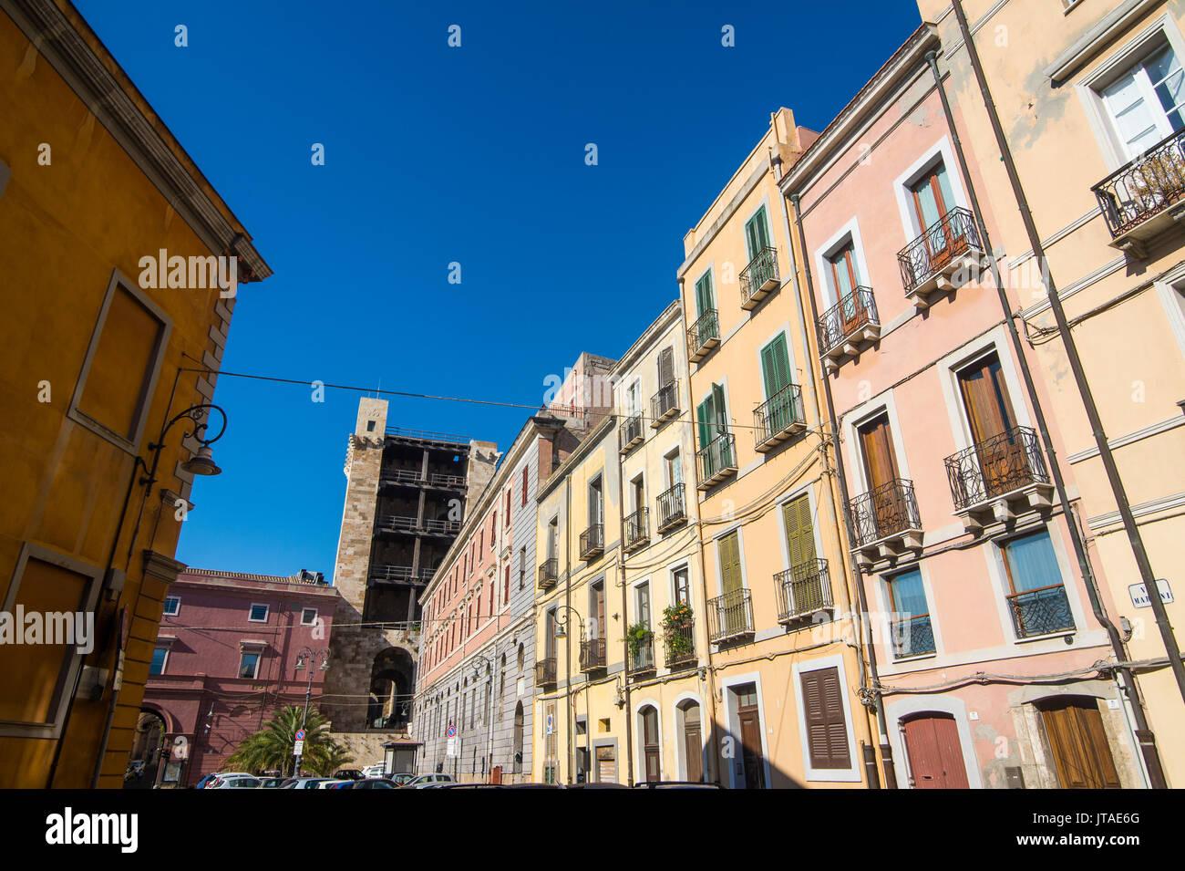 Casas antiguas en el casco antiguo de la ciudad de Cagliari, Cerdeña, Italia, Europa Imagen De Stock