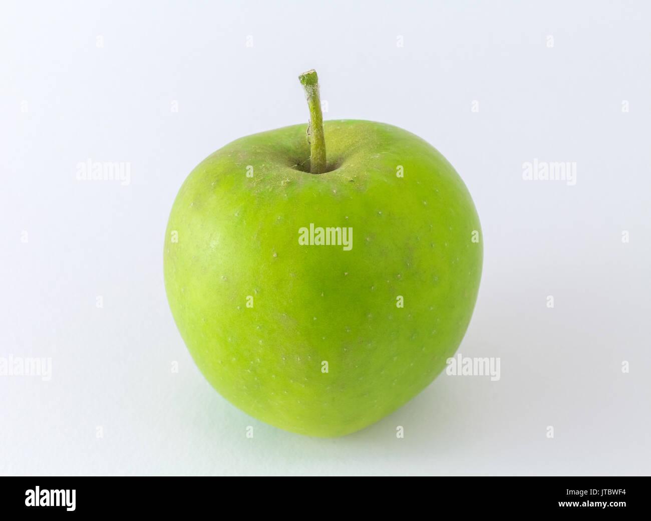 Manzana Manzana Verde aislado sobre fondo blanco. Imagen De Stock