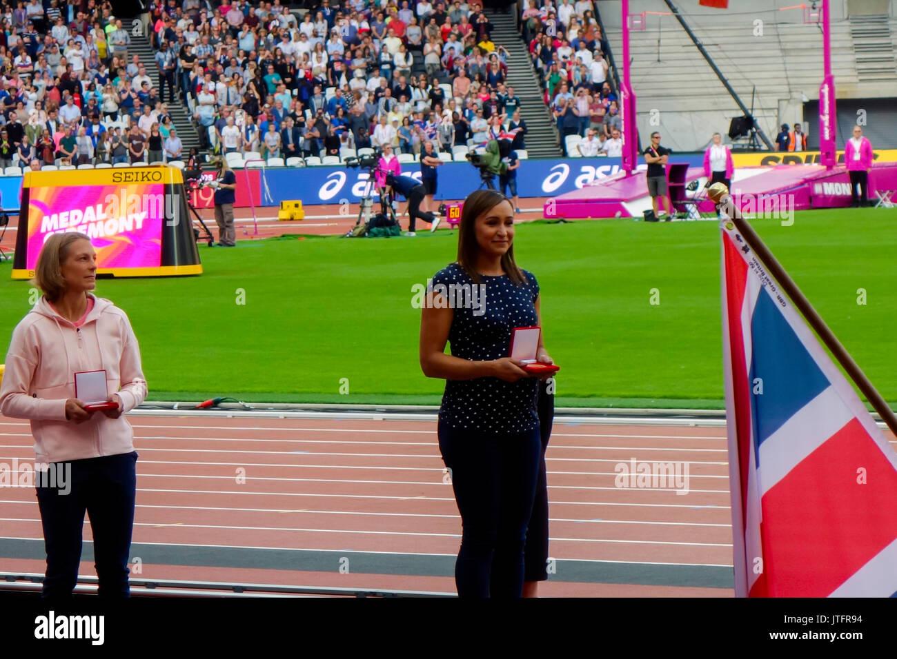 6 de agosto de 2017, London Stadium, en East London, Inglaterra; Campeonatos Mundiales de la IAAF, Jennifer Oeser de Alemania y Jessica Ennis de Gran Bretaña Foto de stock
