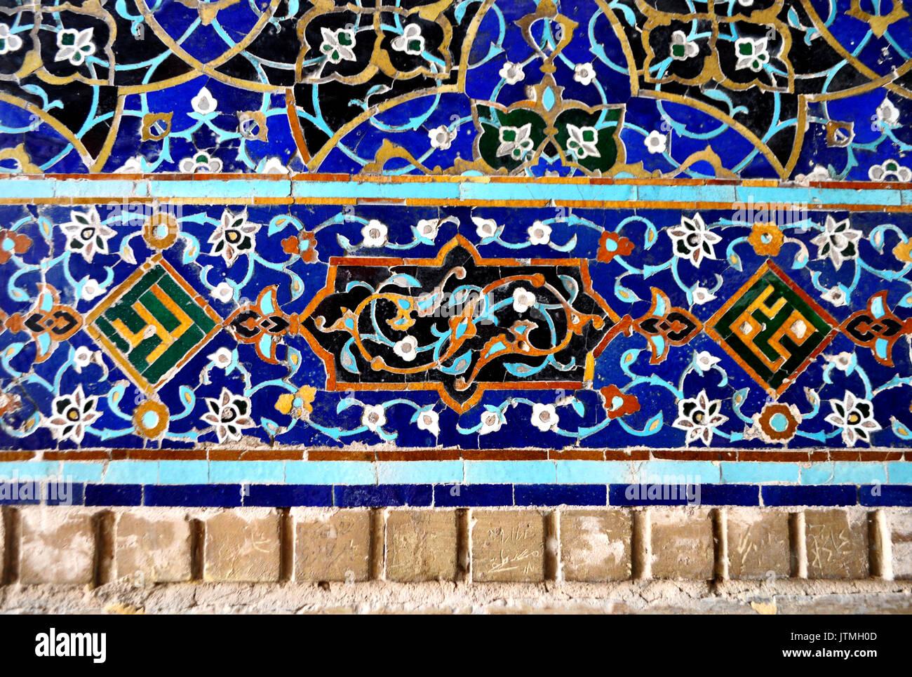 Detalle Del Mosaico De Azulejos En Las Paredes De La Mezquita  ~ Mosaicos De Azulejos En Paredes