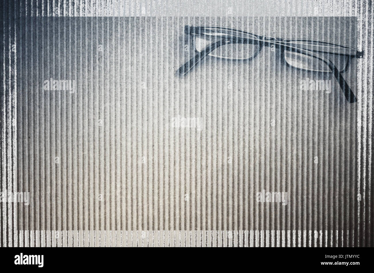 Gafas de cartón ondulado de superficie con textura de fondo - espacio de copia Imagen De Stock
