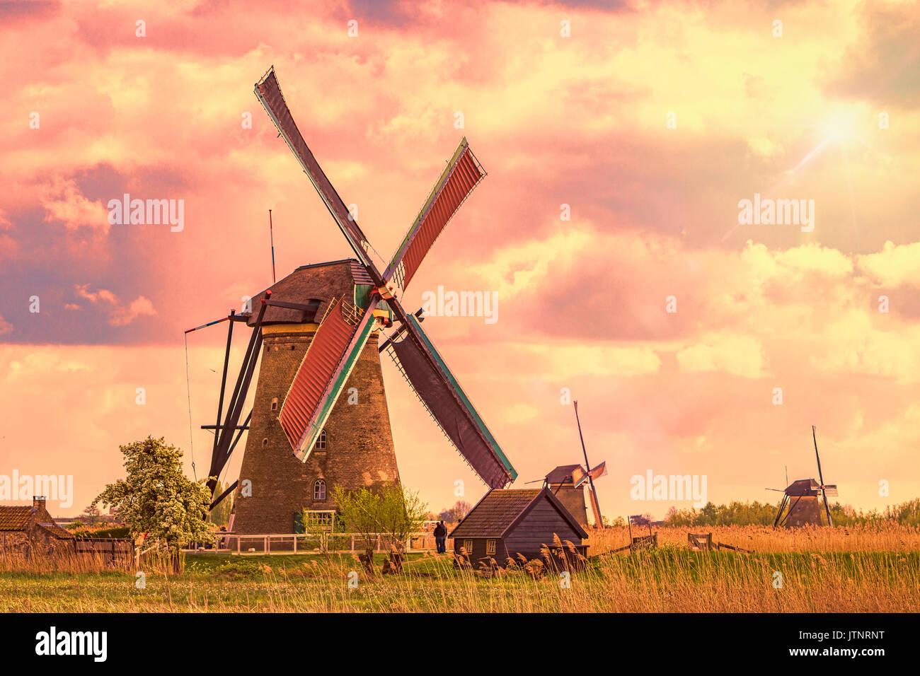 Kinderdijk, enumerados en el sitio del patrimonio mundial de la UNESCO situado en Alblasserdam, cerca de Rotterdam, Países Bajos Foto de stock