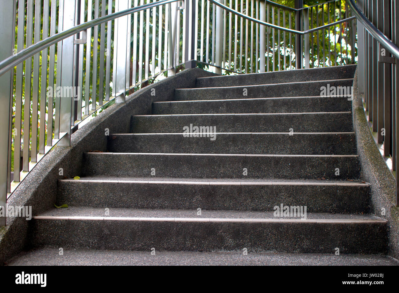 Escalera abierta en la ciudad Foto de stock