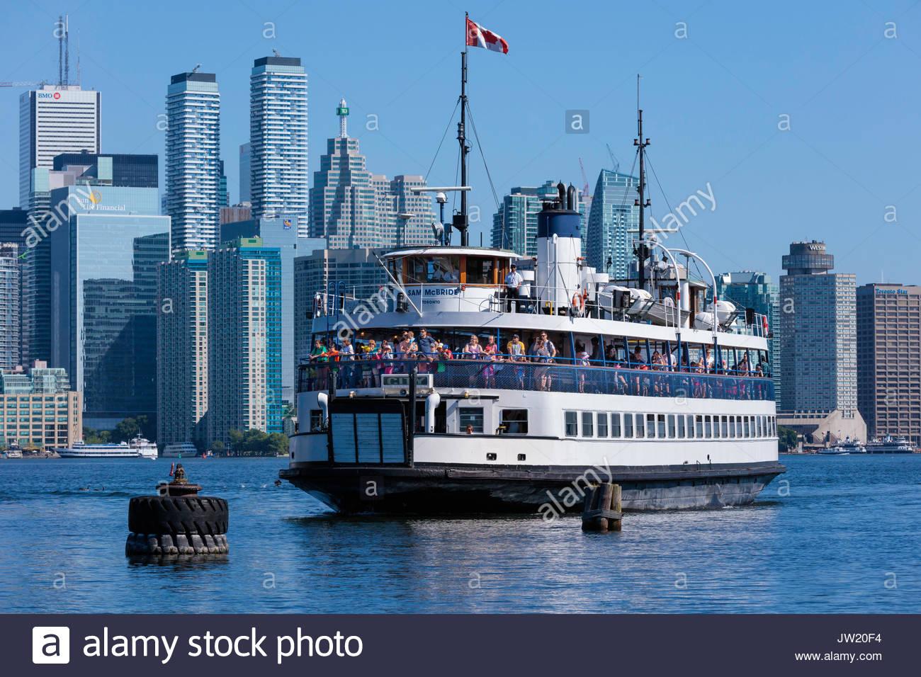 Ferry llegar Toronto Islands Parque horizonte de Toronto ciudad waterfront Toronto Ontario Canada Imagen De Stock