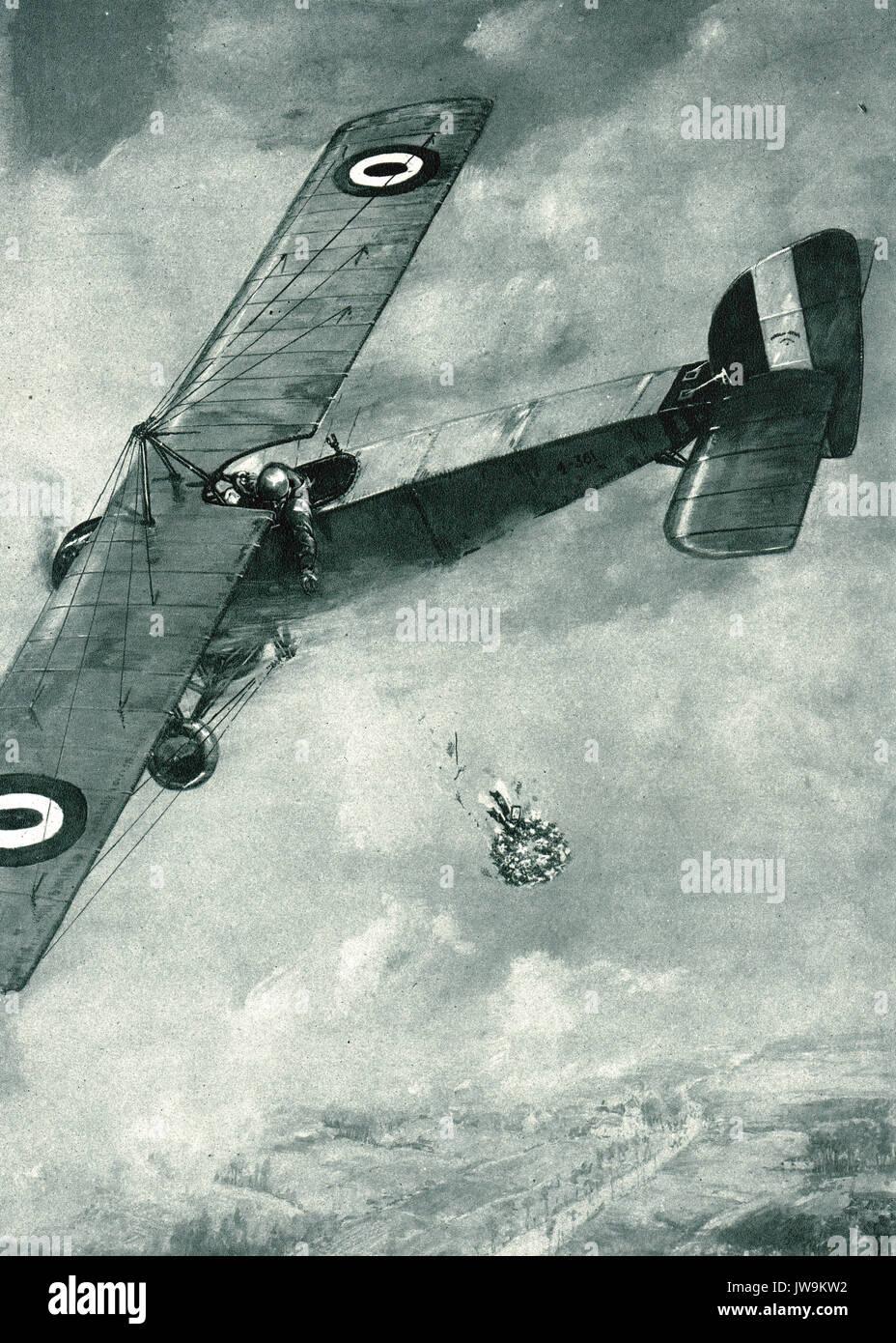 Caída piloto una ofrenda floral sobre la tumba de un camarada, enterrados en las líneas alemanas. WW1 Imagen De Stock
