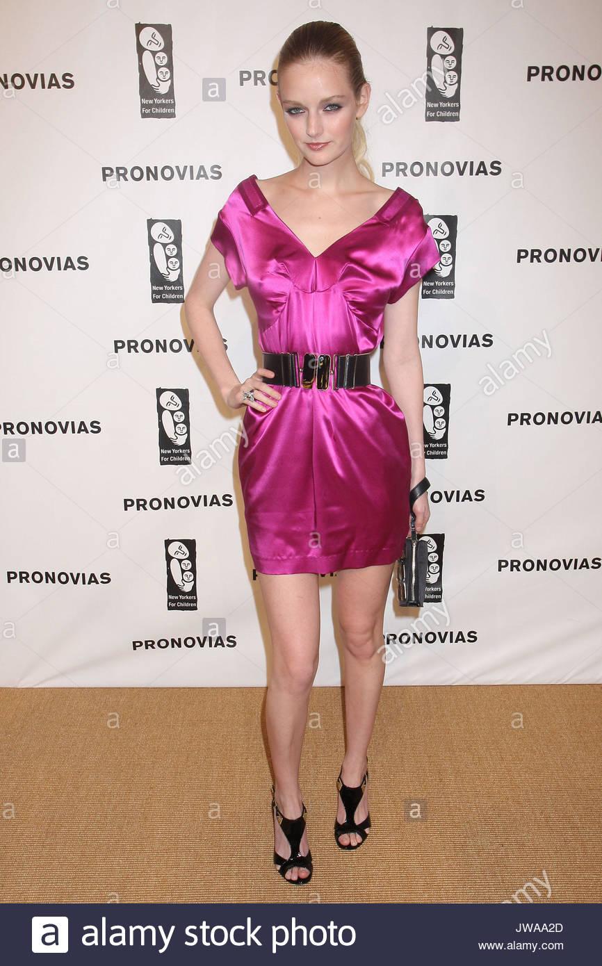 Vistoso Vestidos De Baile Tiendas En Nueva York Viñeta - Colección ...