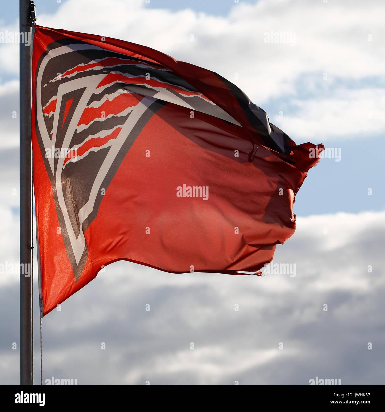 Glasgow, Escocia, Reino Unido. 12 de agosto, 2017. Las banderas volando alto en la casa de Scottish Speedway Crédito: Colin Poultney/Alamy Live News Imagen De Stock