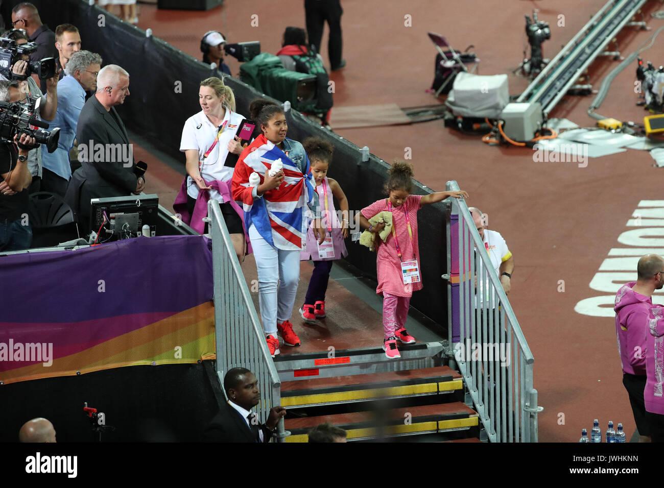 Londres, Reino Unido. 12 Aug, 2017. Mo Farah's family el día 9 de la IAAF de Londres 2017 campeonatos del mundo en el estadio de Londres. Crédito: Paul Davey/Alamy Live News Foto de stock