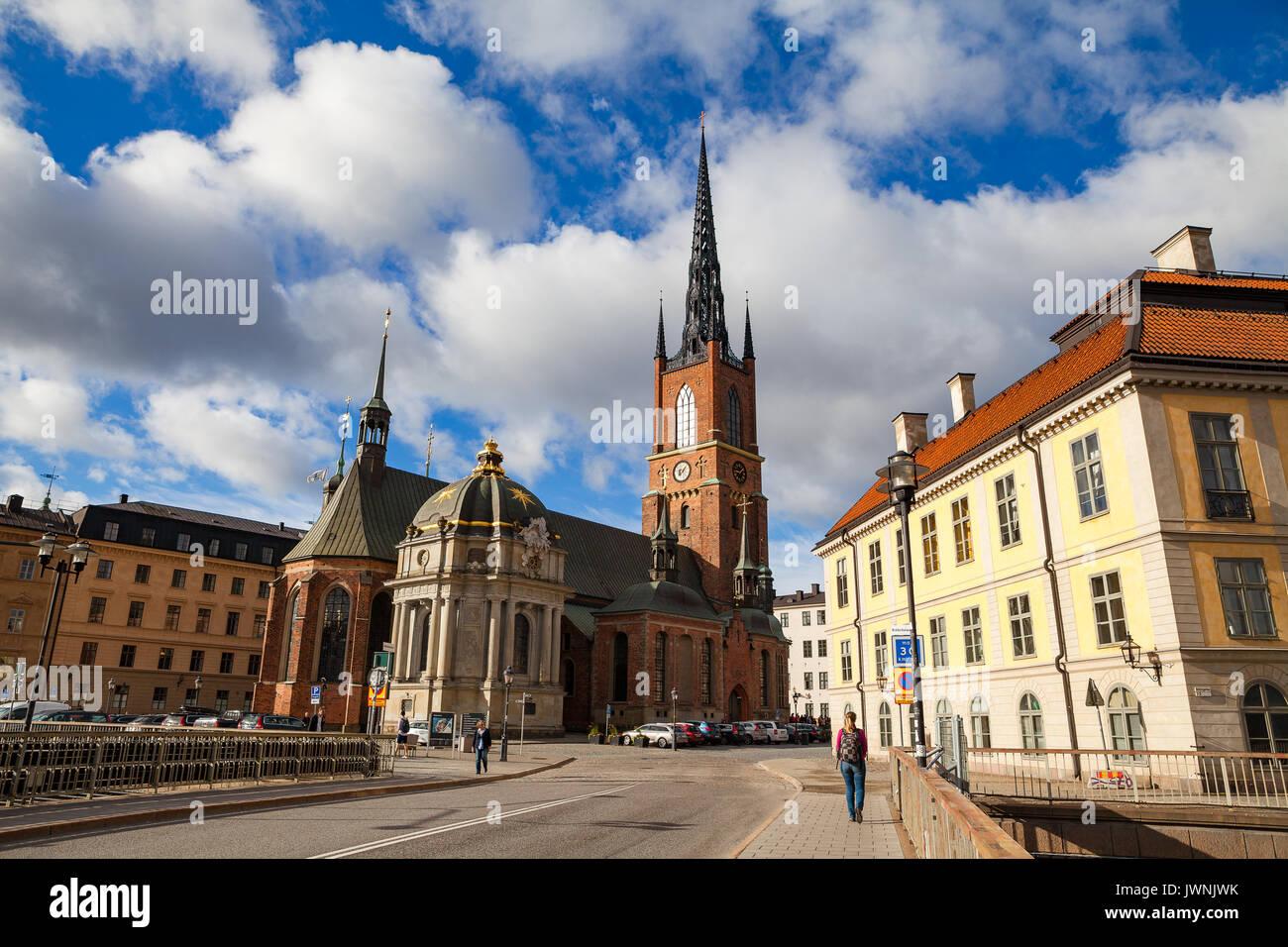 La Iglesia Riddarholm es la iglesia de entierro de los Reyes de Suecia, situado en la isla de Riddarholmen, cerca del Palacio Real Foto de stock