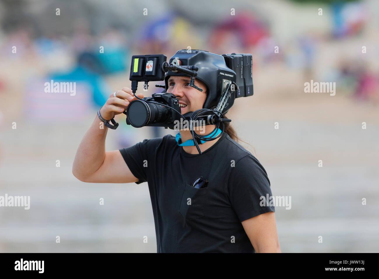 Fistral Beach, Newquay, Cornwall, Reino Unido. 13 Aug, 2017. Los surfistas tomar parte en el día 5 del Campeonato Boardmasters. Este longboard destacados surfistas de todo el mundo. Crédito: Nicholas Burningham/Alamy Live News Foto de stock