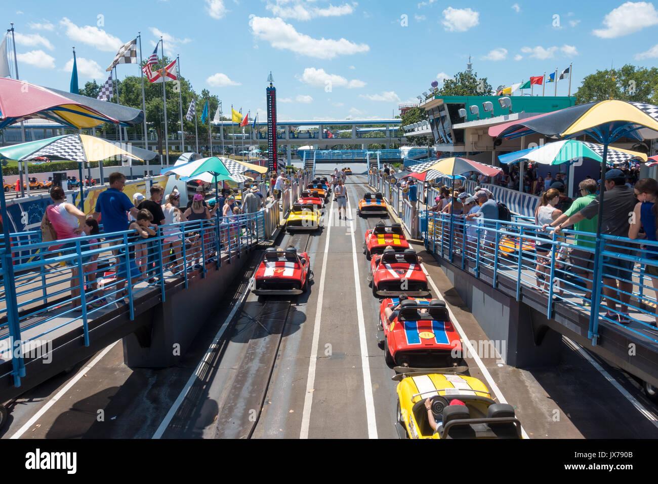 Tomorrowland Speedway en el Parque Temático Magic Kingdom, Walt Disney World, Orlando, Florida. Imagen De Stock