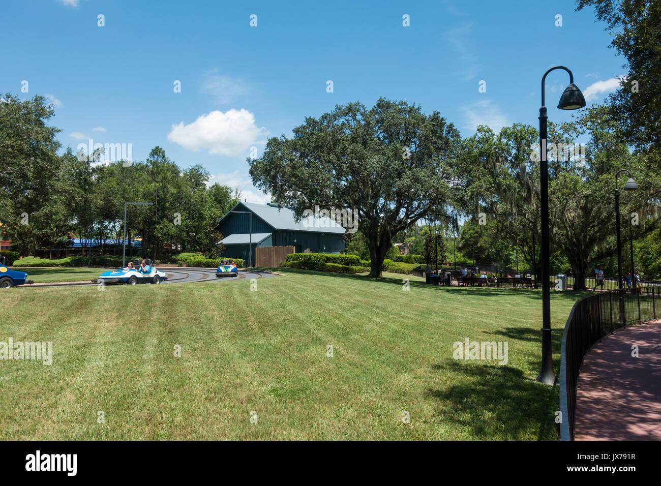 Por el lado de tierra tomorrowland Speedway en el Parque Temático Magic Kingdom, la ubicación de la nueva montaña rusa de Tron. Imagen De Stock