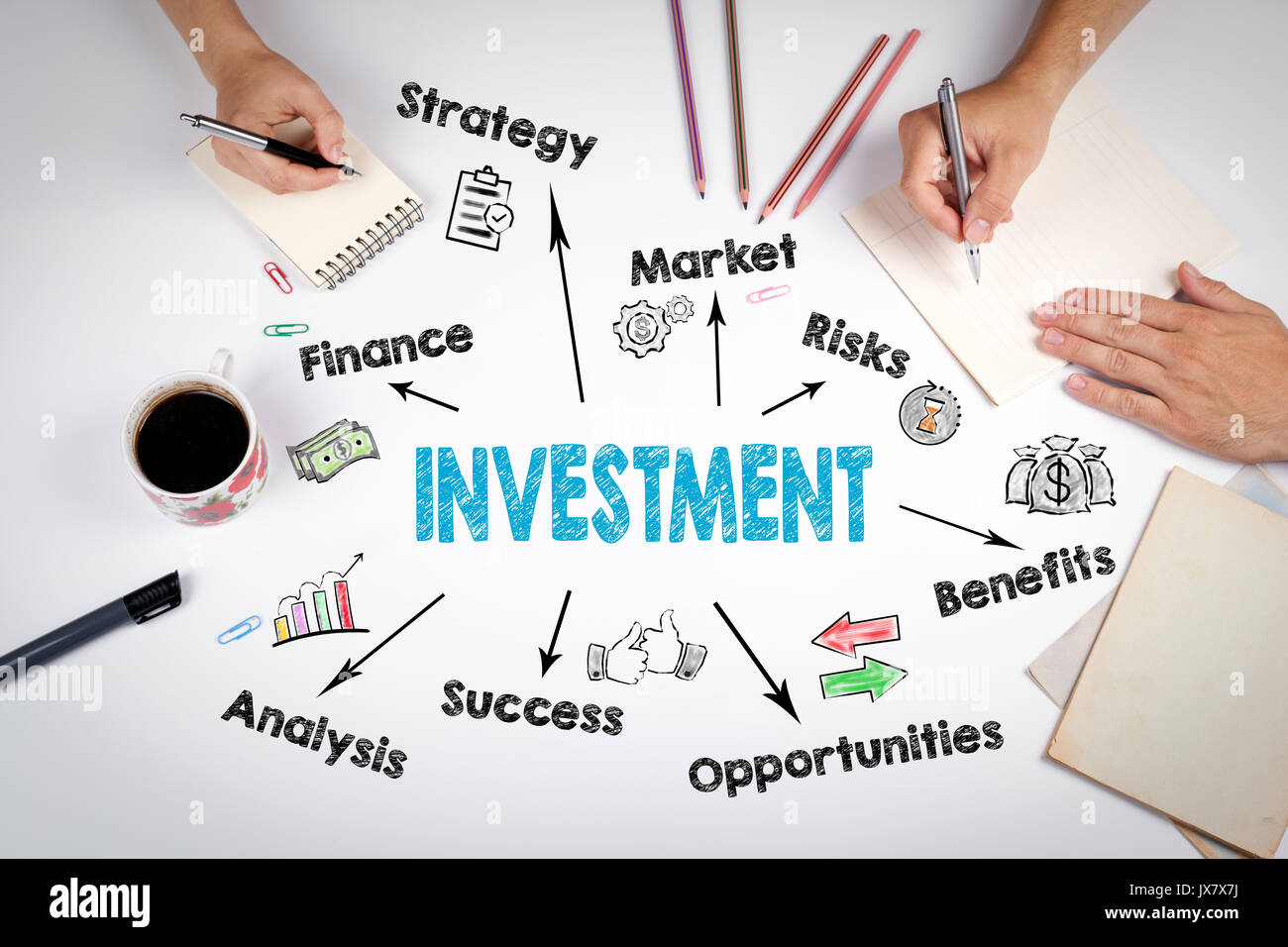 Inversión, concepto gráfico. La reunión de la mesa de oficina en blanco. Imagen De Stock