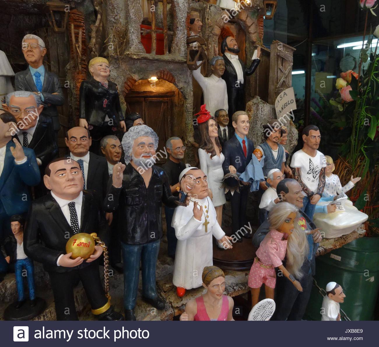 Figuras de Cera. En un pequeño callejón en Nápoles Centro Storico en Via  San Gregorio Armeno un artista ha creado las primeras esculturas de la  royal baby ... a8b2e6fd8a1d4