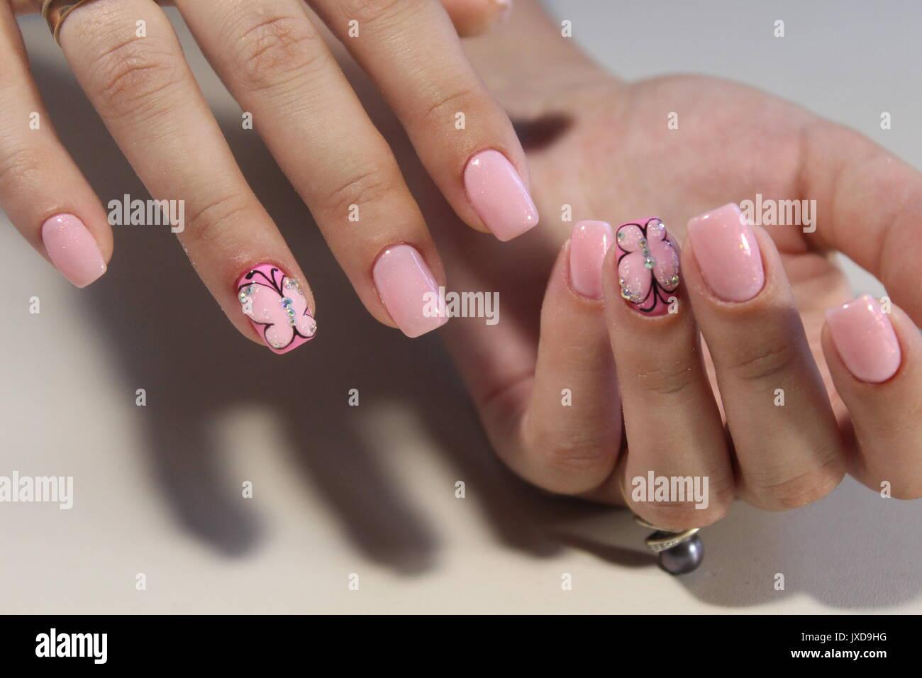 Diseño de uñas de manicura para chicas hermosas, verano 2017 Fotografía de  stock - Alamy