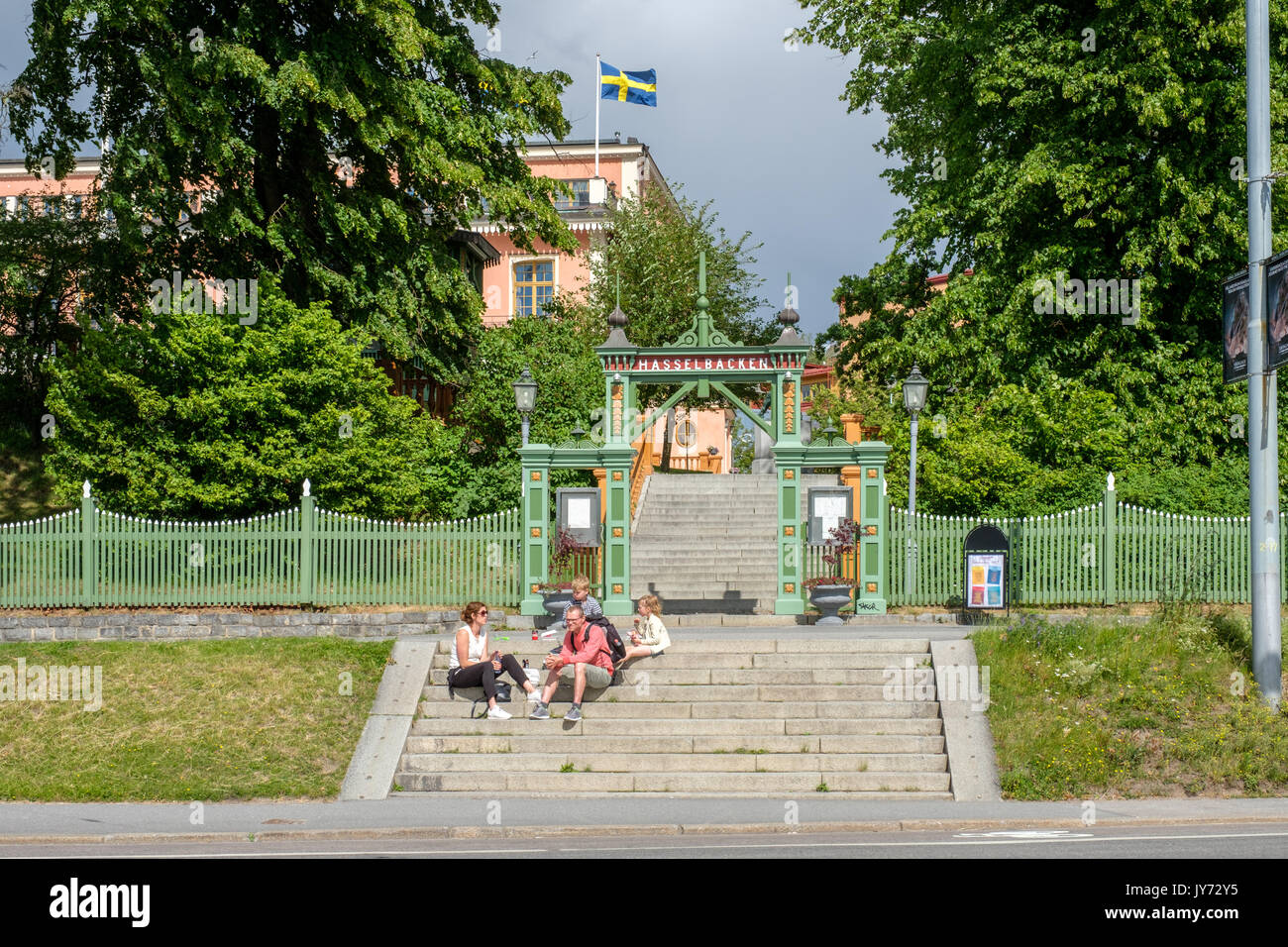 Hasselbacken en Djurgården en Estocolmo. Djurgården es un área de recreación con edificios históricos, monumentos, Parque y museo al aire libre. Imagen De Stock