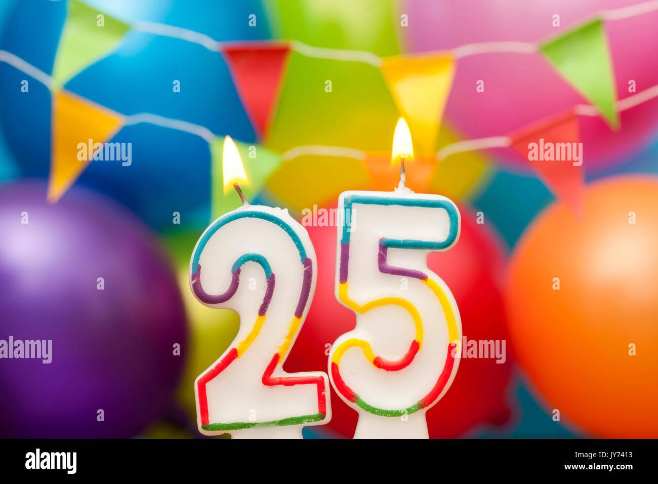 Feliz Cumpleanos Numero 25 Velas De Celebracion Con Coloridos Globos